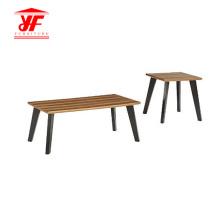 Mesa de madera simple posición centro de sala