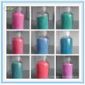 Diferentes salpicos de cor para detergente em pó