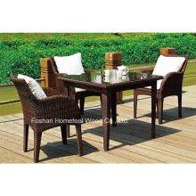 Confortável 4 + 1 Wicker Outdoor Coffee Table Set com almofadas