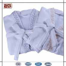 Guangzhou Manufacturer 100% Cotton Waffle Fabric Hotel White Bathrobe with Embroidery