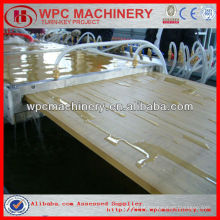 60% Madeira (casca de arroz / palha / madeira) + 30% de plástico reciclado (PP / PE / PVC) linha de produção composta WPC / máquina de plástico de madeira