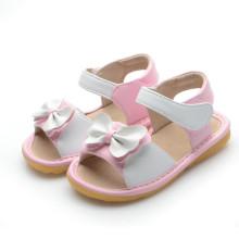 Белые девочки-сандалии с милым бантом