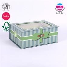 Karton Geschenkbox aus grünem Karton mit Klarsichtfenster