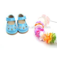 Los zapatos chillones de la PU de los cabritos zapatos baratos de las sandalias del niño de la niña