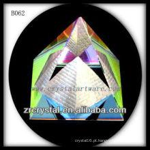 K9 pirâmide de cristal colorido