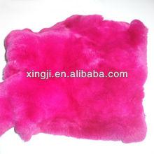 Pelaje teñido del conejo del rex del color rojo de la rosa para los productos de cuero