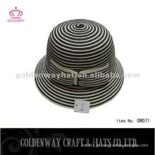 Chapéu trançado de papel da moda
