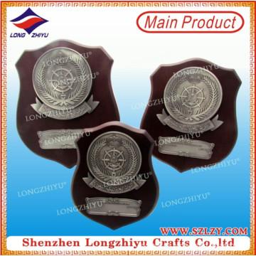 Placa de madera promocional de alta calidad con la placa de metal para el regalo