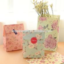 Sacola de papel marrom kraft com mantimentos e compras impressas personalizados