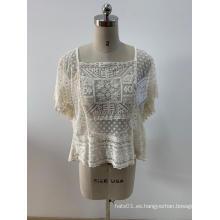 Blusa bordada de señora de moda