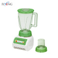 Person verwendet Green Food Blender 3 In 1