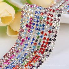 Os strass de vidro do ss10 AAA na base de prata, acessórios extravagantes do vestuário costuram no aparamento