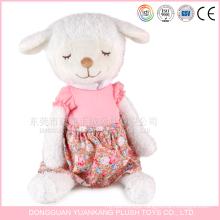 Os mini carneiros brancos enchidos feitos sob encomenda do luxuoso de 25cm brincam com vestido