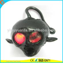 La novedad vendedora caliente enciende para arriba el juguete del cráneo del apretón de TPR