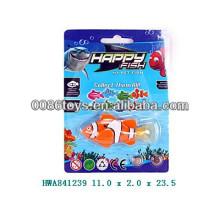 Venda quente de brinquedos de peixes de natação de plástico para crianças