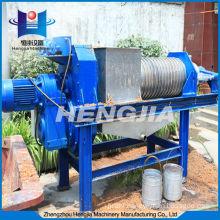 High-efficiency wide usage screw press dehydrator