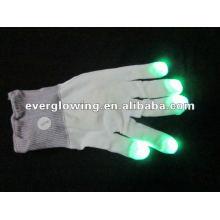 gants blancs brillent dans le noir