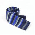 Los hombres hicieron punto las corbatas planas delgadas, hombres estrechos lazos que hacen punto