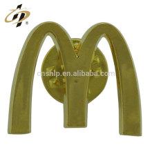 Pas cher en alliage de zinc coulée personnalisée M logo personnaliser or badge bouton de revers en métal