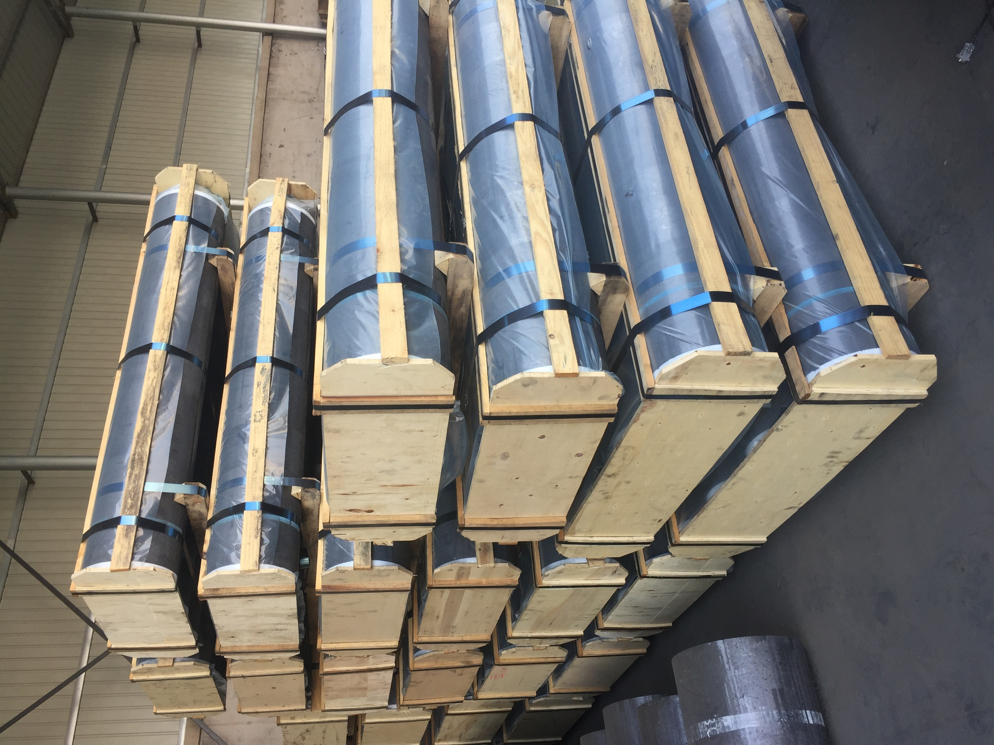 UHP graphite electrode low resistance with high bulk density