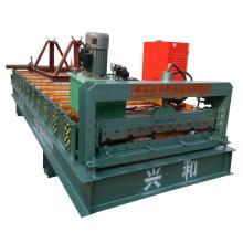 Machine de formage de panneaux de tuiles en acier