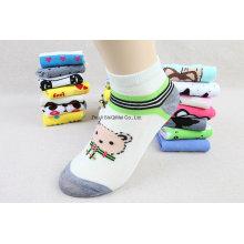 Fabrik Lieferant billigere Polyester Baumwolle niedlichen Cartoon Ankle Boot Socken anpassen