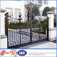 Portões de entrada de belo ferro forjado ornamentais