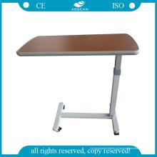 AG-Obt001b sobre a tabela da cama
