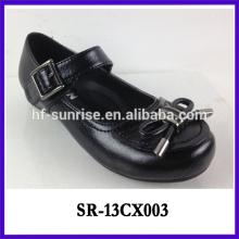 Las muchachas planas negras del estudiante calzan con estilo los niños formales de los zapatos de las muchachas calzan los zapatos de la escuela