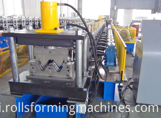 Steel Road Crash Barrier Machine