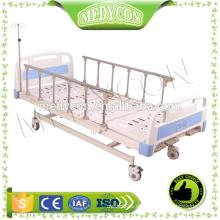 Beliebtes 3-Funktions-medizinisches manuelles Bett mit vier Rollen