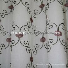 Cortina bordada à mão com flor roxa
