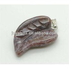 Atacado natural rhodonite folha pendant