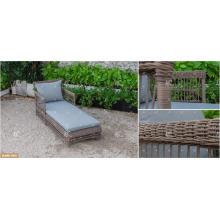 COLECCIÓN DEVON - 2017 Los muebles al aire libre superventas del jardín Tumbona polivinílica del Rattan del PE con el diseño más caliente de la tabla lateral