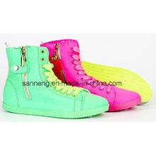 PVC-Einspritzung High-Cut Farbe Schuhe für Mädchen / Frauen
