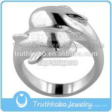 L'anneau de style de dauphins couleur acier et Goold peut mettre le mémorial de cendres