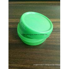 Bouteille de cosmétiques avec bouchon en plastique moule