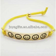 Liga de ouro da forma com o bracelete amarelo do cabo de couro