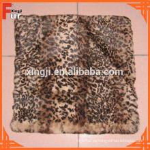 Cojín de piel de conejo estampado punto leopardo de grado europeo