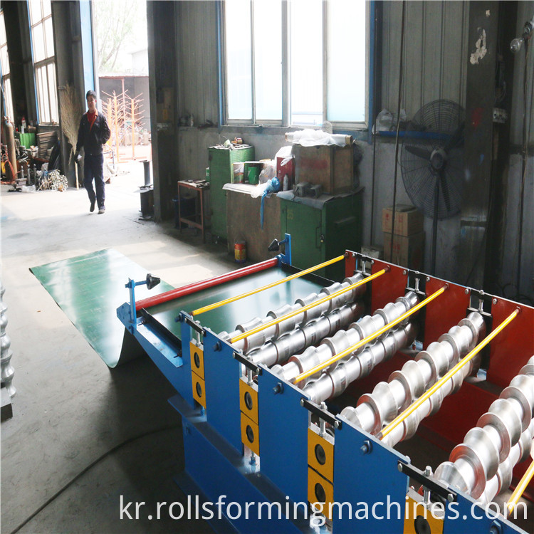 main part of Russia Glazed Steel Tile Roll Forming Machine