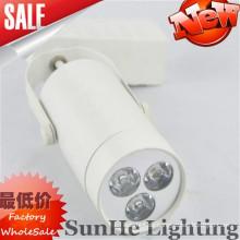Glatte Eisen u. Aluminiumartoberteilschwarzes Goldweiß geführtes Schienenlicht u. Freies warmes Licht geführtes Schienenlicht