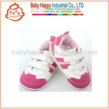 El nuevo deporte del bebé de la manera calza los zapatos de lujo de las muchachas