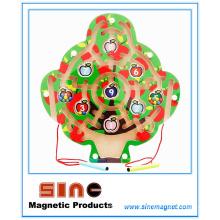 Labyrinthe magnétique en bois en forme d'arbre pour les jouets éducatifs