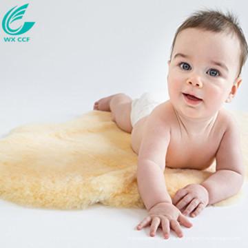 gelber flauschiger Teppich des Heimtextils für Baby