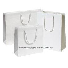 Les sacs faits à la main ont un look contemporain et une sensation de luxe
