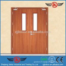 La porte d'entrée en bois double feuille JK-FW9104 doit être utilisée dans un accès d'urgence