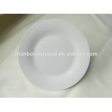 Platos y platos de porcelana del hotel con el logotipo del cliente