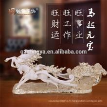 Figurine d'animal de résine en statue de cheval antique sur le bureau pour la décoration intérieure