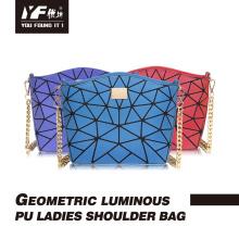Женская сумка из натуральной кожи с блестками и геометрическим рисунком
