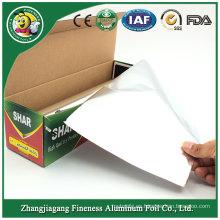 Empaquetado del rollo de papel de aluminio con el cortador del dispensador
